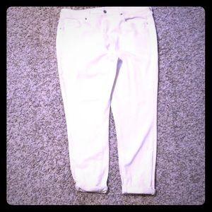 Cute White Skinny Jeans 👖 NWOT!